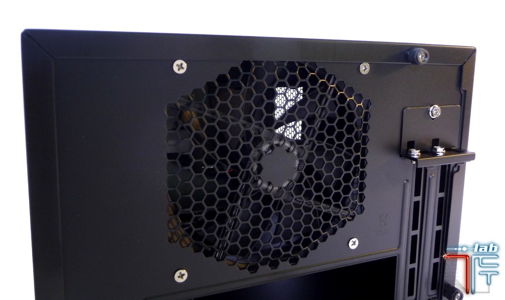 Antec ISK 600 extern detail back fan