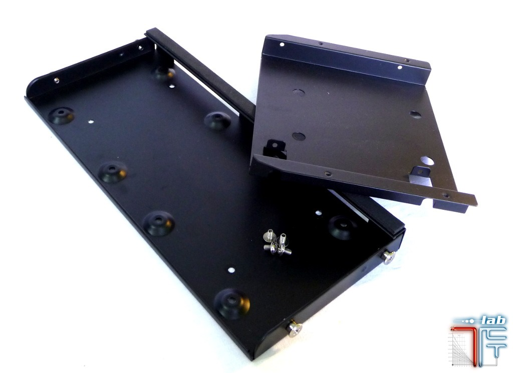 Antec ISK 600 inside hdd tray unmounted 1