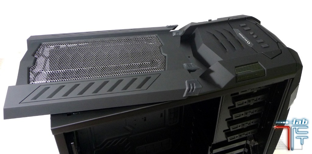 Raidmax Vampire top panel 2