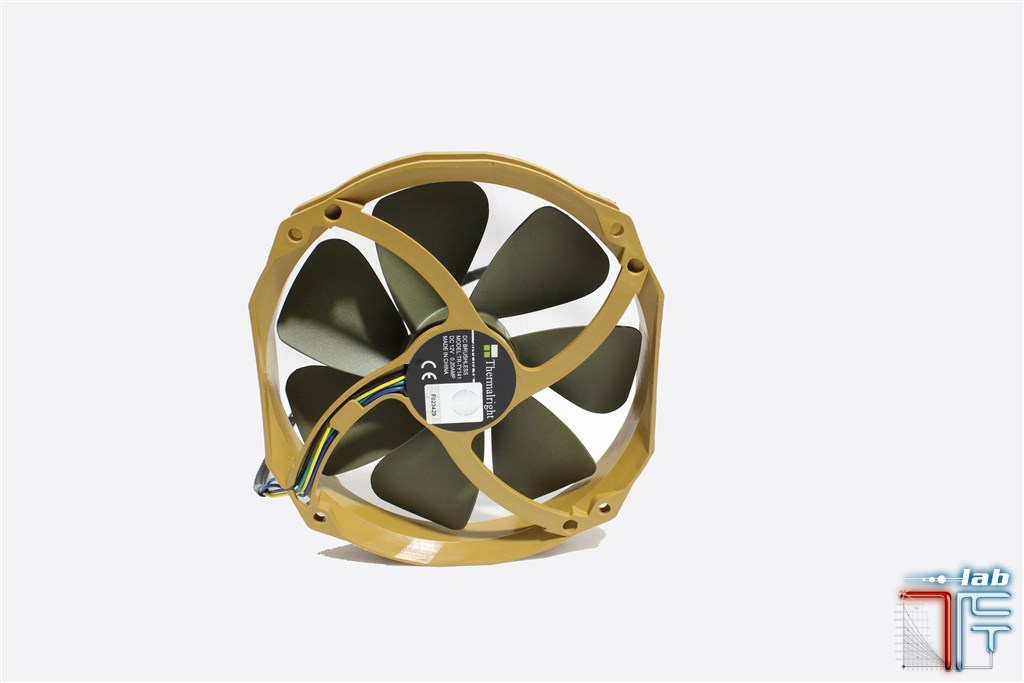 Thermalright-ty-141-fan-side4